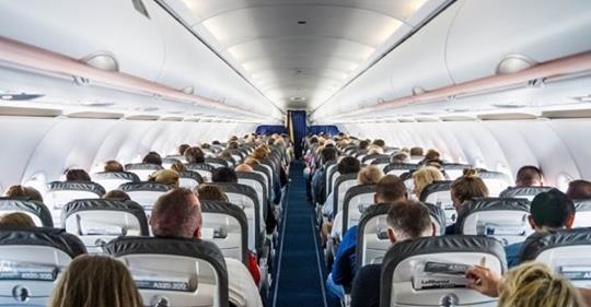Քեռիս ինքնաթիռով թռչում է Ամերիկա ու հանկարծ նկատում, որ կողքի նստած սևամորթի ազգանունը Սարգսյան է. թե ինչ է լինում հետո, անհնար է առանց ծիծաղի կարդալ
